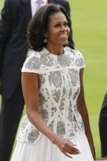 La robe  7000 dollars (3 millions de francs Cfa) de Michelle Obama fait scandale aux Etats-Unis