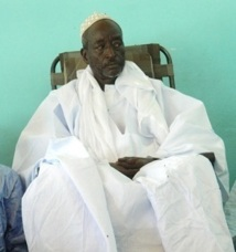 Serigne Cheikh Saliou Mback au chevet de Cheikh Bthio
