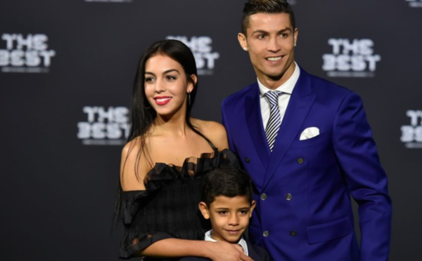 Cristiano Ronaldo officialise sa relation avec Georgina Rodríguez au gala FIFA The Best