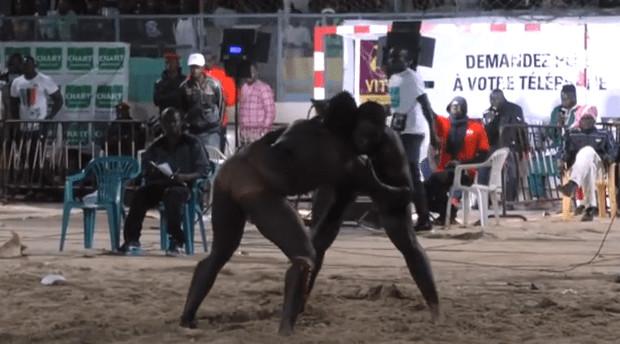 Vidéo: Valdo bat Mame Gor Diouf qui s'enfonce
