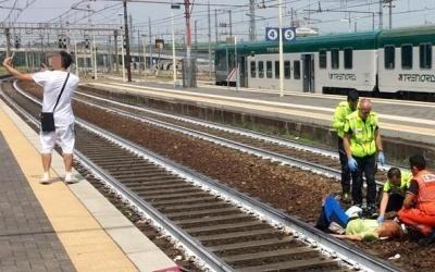 En Italie, une femme est heurtée par un train, cet homme prend un selfie