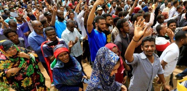 Soudan: Manifestations massives à Khartoum, au moins sept morts
