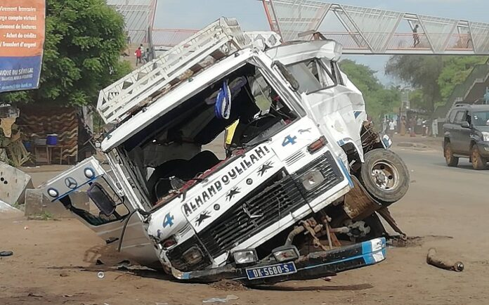 "Petit Mbao: Un car ""Ndiaga Ndiaye"" se renverse et fait 2 morts et 13 blessés"