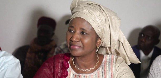 Remise de kits alimentaires aux agents de la Fonction publique et aux mosquées du Point E et Grand Dakar