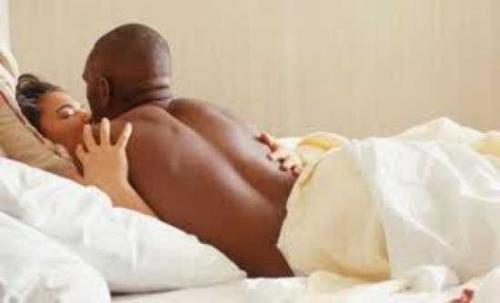 Je couche avec un ami pour combler le vide laissé par mon mari -... - Ma femme me trompe avec ses soi-disant patients -