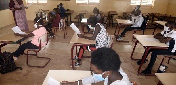 Un enseignant, une carte professionnelle, une vieille doléance satisfaite: Mamadou Talla a procédé à la remise symbolique