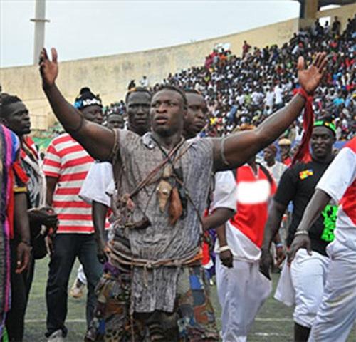 (Vidéo) Lutte : Ama Balde soulève le public d' Iba Mar Diop avec ses « Bakk » !