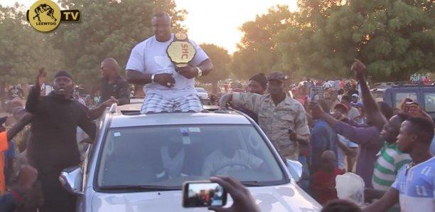 MMA - Bombardier accueilli triomphalement à Mbour après sa victoire sur Rocky Balboa