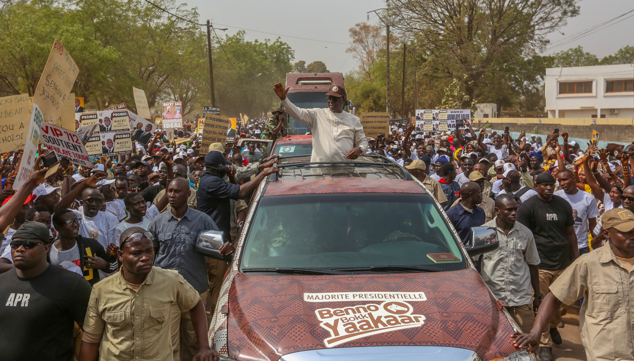 Macky Sall fait sa marche marron et surpasse ses adversaires