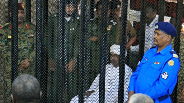 Procès d'Omar el-Béchir au Soudan : la défense demande sa libération sous caution.
