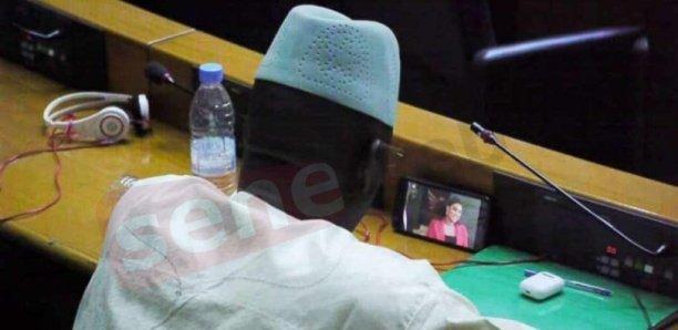 ASSEMBLÉE : C'est qui ce député qui suit Pod et Marichou durant les débats