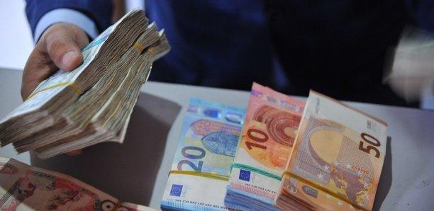 Trafic de devises : Deux agents du ministère des Affaires étrangères arrêtés à Paris avec 100 000 euros.