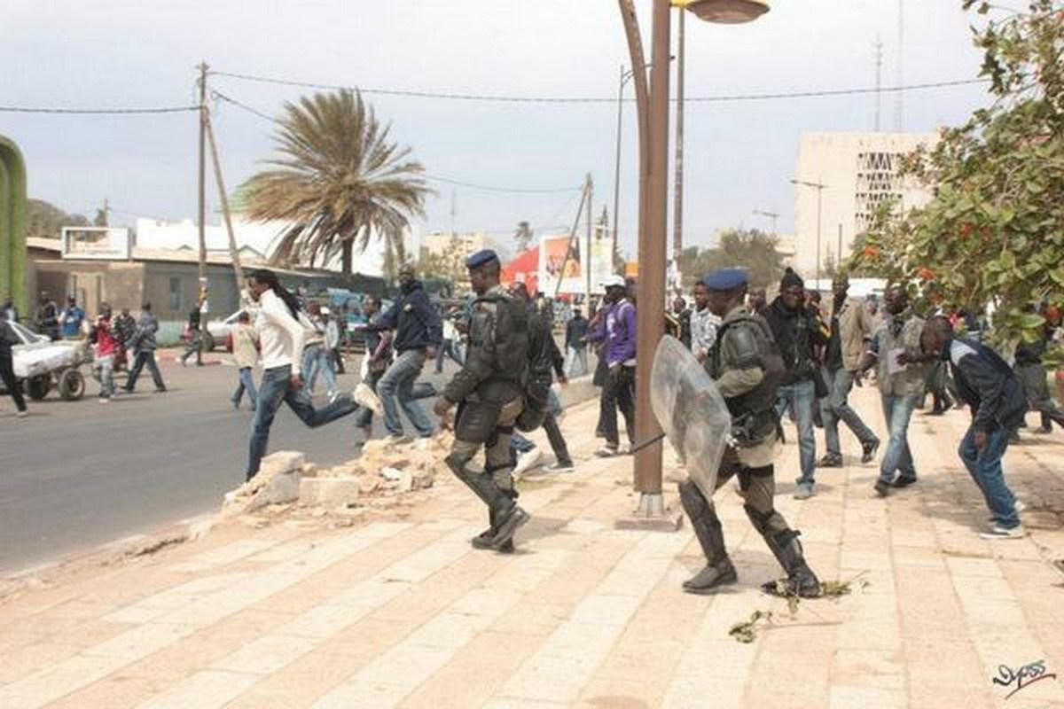 """MARCHE """"GNO LANK GNO BAGN"""" : Les étudiants réclament la libération de leur professeur Babacar Diop"""