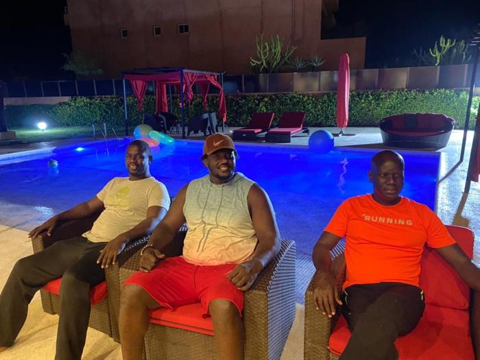 Retrouvailles : Balla Gaye 2 rend visite à Malick Gakou à sa résidence à Saly.