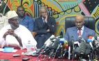 A Diourbel, Me Wade tend la main aux chefs religieux et rogne dans les rangs de l'opposition