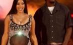 Surprise: Cardi B dévoile sa grossesse en plein show