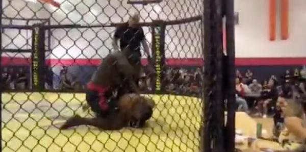 Siteu se met au MMA, il est feroce face à son adversaire