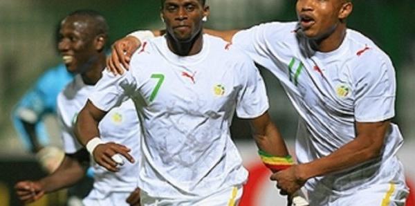 ARRÊT SUR IMAGE : El Hadji Diouf et Henri Camara, les retrouvailles dans un...