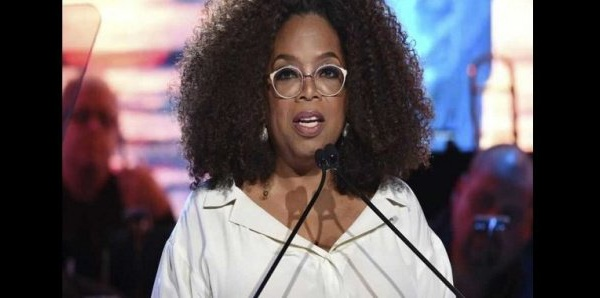 Oprah Winfrey fait don d'un million de dollars pour sponsoriser des étudiants noirs