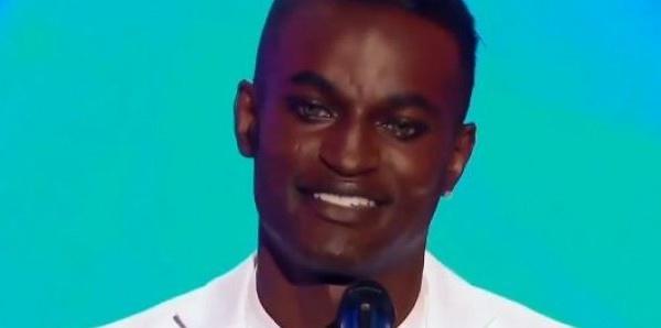 L'homosexuel Babacar Ndiaye se ridiculise en France!