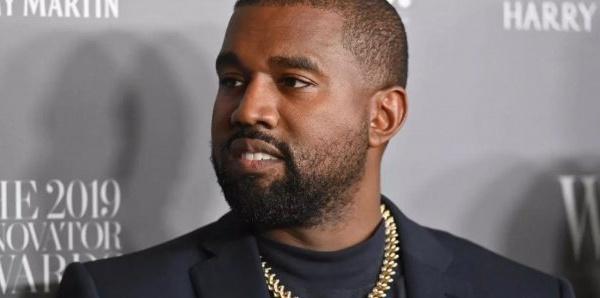Bien dans ses baskets, Kanye West est maintenant milliardaire (Forbes)