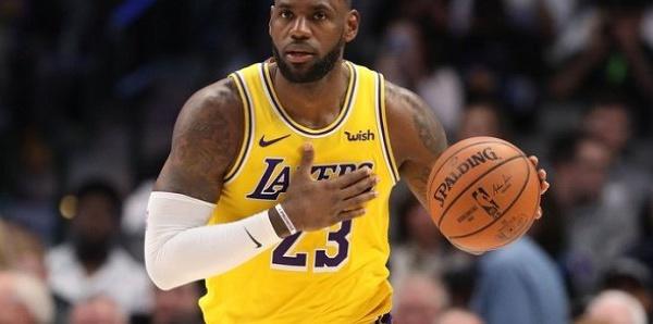LeBron James troisième joueur de l'histoire à atteindre les 35.000 points