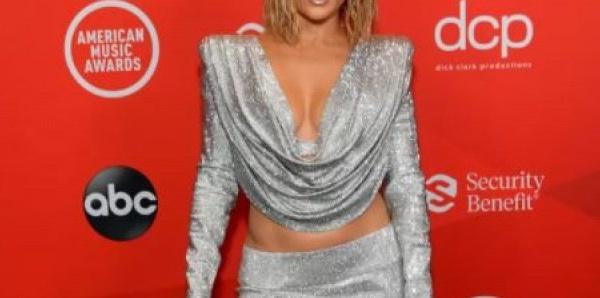 """De nouveau en couple avec Ben Affleck, Jennifer Lopez se confie pour la première fois sur """"la meilleure période de sa vie"""""""