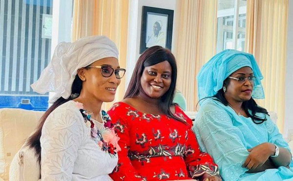 Visite du Président Macky Sall en Gambie : Une retrouvaille entre Premières Dames