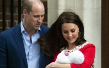 Royaume-Uni : Kate Middleton a quitté la maternité et présenté son bébé aux caméras